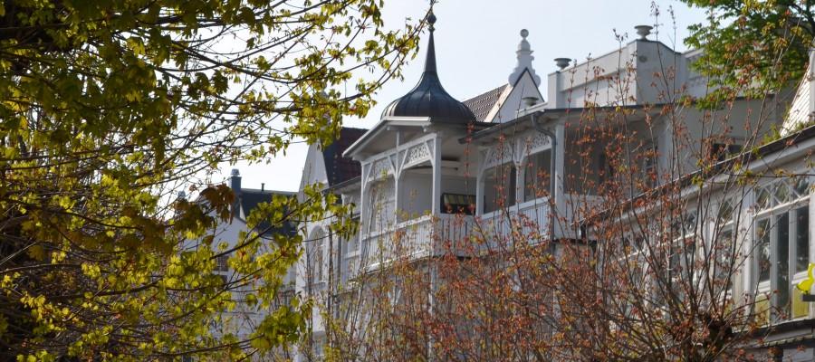 Das Appartements Miramare in der Villa Strandblick von der Straße betrachtet